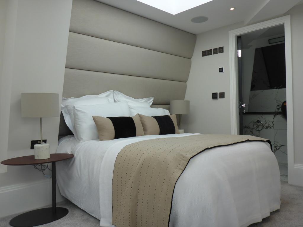 Penthouse_bedroom 01
