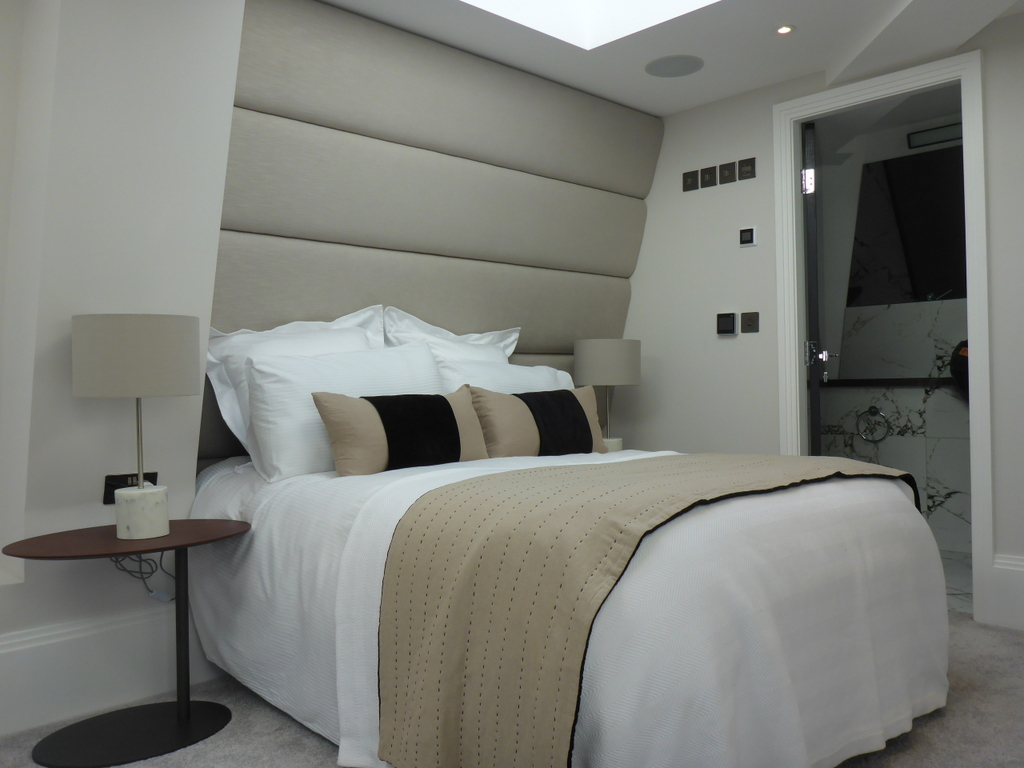 Penthouse_bedroom 01