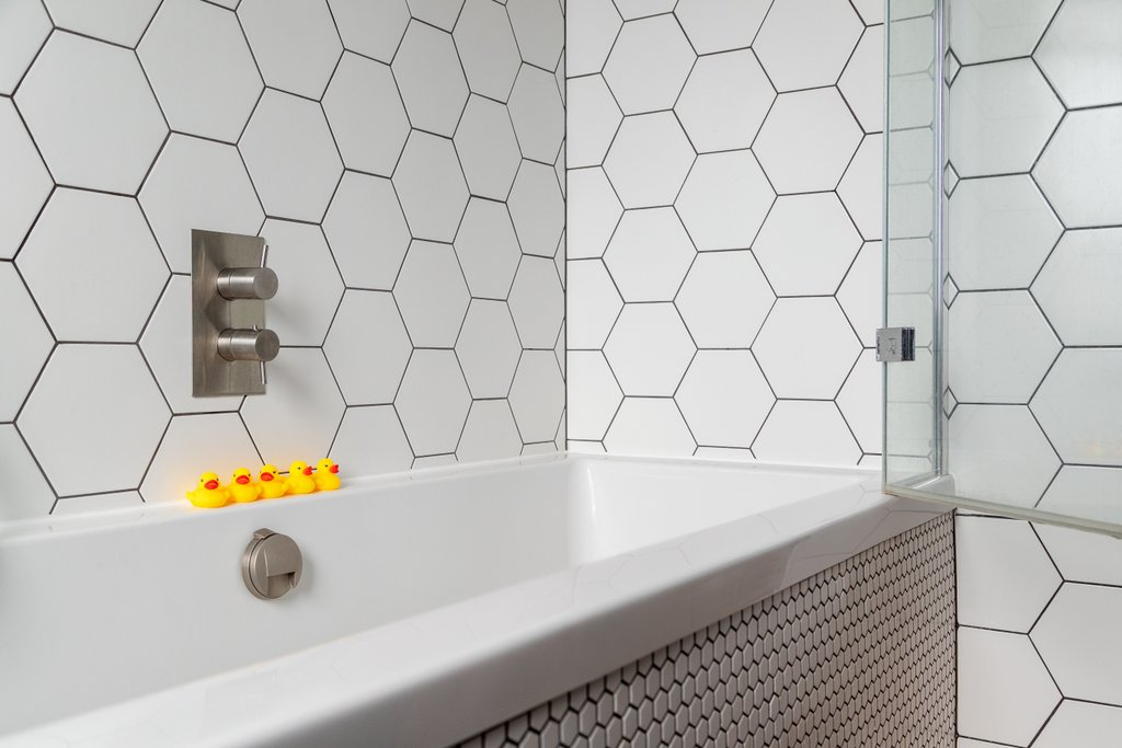 Teddington bathtub tiling